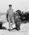 Schirilla György a jeges Dunában fürdik