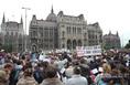A Nagycsaládosok Országos Egyesületének demonstrációja a Parlament előtt