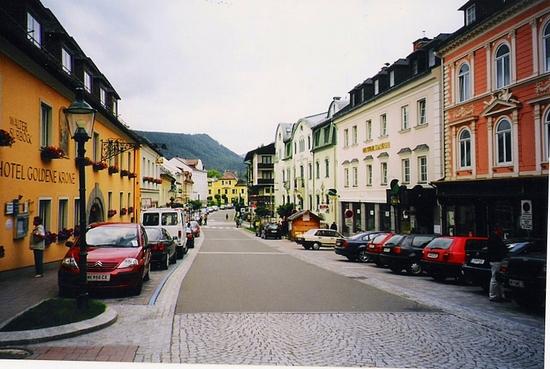 """Városias kisváros egy """"nyugati"""" és egy """"keleti"""" EU-s országban"""