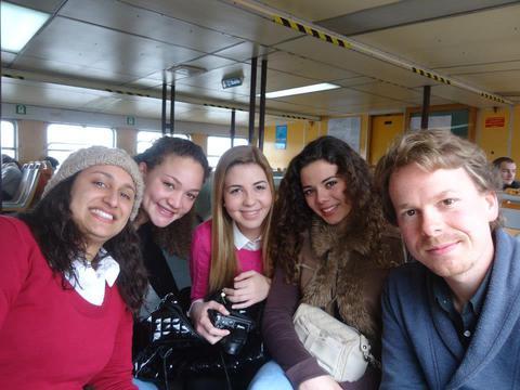 Közös fotó a portugál iskolásokkal