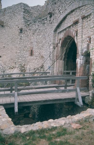 A sümegi vár - a középső várkapu