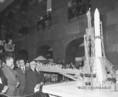 Az űrhajózási kiállításon Lev Gyomin űrhajós, Apró Antal és Győri Imre