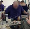 A börtönben együtt vonulnak az elítéltek dolgozni