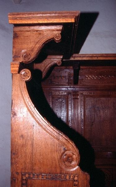 Az avasi Szent István plébániatemplom reneszánsz stallum részlete
