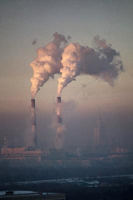 Füstölgő gyárkémények