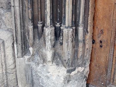 A kolozsvári ferences kolostor késő-gótikus kapuzatának lábazata