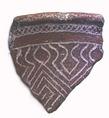 A Lapita-kerámiára jellemző geometrikus díszítéseket gyakran mészbetéttel hangsúlyozták