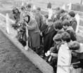 Szovjet szülők látogattak hős fiúk sírjához