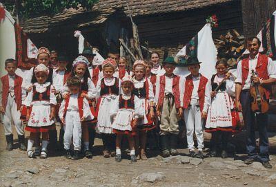 A pünkösdi királynézók csoportja