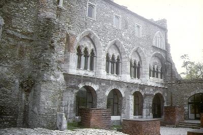 A tatai vár udvara
