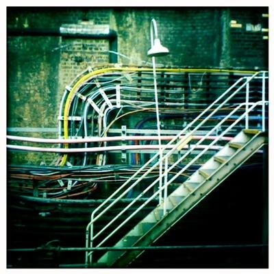 Kábelrengeteg a londoni metróban