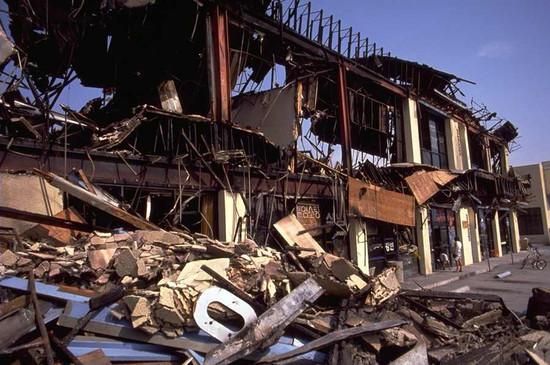 Város képe földrengés után