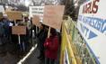 Bérükért tüntettek a dolgozók Szegeden