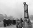 Koszorúzás a Lenin-emlékműnél