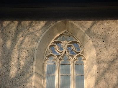 Az avasi Szent István plébániatemplom egyik ablakmérműve