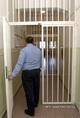 Az őrizetes helyiségek korszerű elektromos biztonsági rendszerekkel szerelték fel