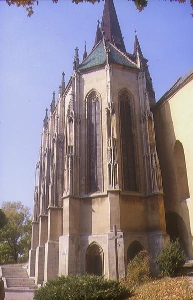 A csütörtökhelyi plébániatemplom déli kápolnája kelet felől