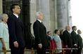Mádl Ferenc (3.b), Orbán Viktor miniszterelnök (2.b), és Mádl Ferenc felesége, Dalma asszony