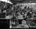 A Békéscsabai Kötöttárugyár műhelyében