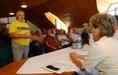 Tiltakozás Komlóskán a postabezárások ellen
