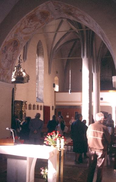 A kakaslomnici plébániatemplom templomhajója a szentély felől