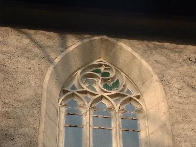 Az avasi Szent István plébániatemplom déli homlokzatának egyik ablakmérműve
