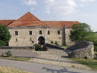 A pécsváradi bencés apátság - palota külső homlokzata