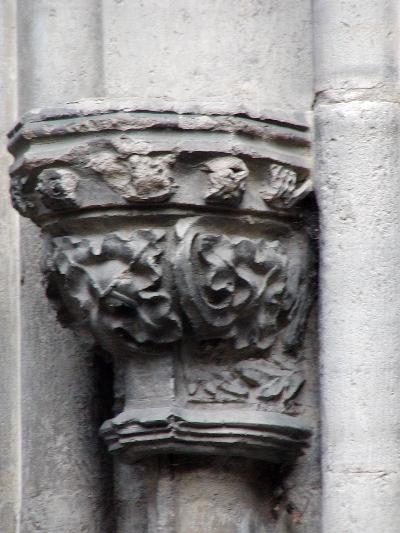 A kolozsvári Szent Mihály plébániatemplom - konzol a déli kapuzatról