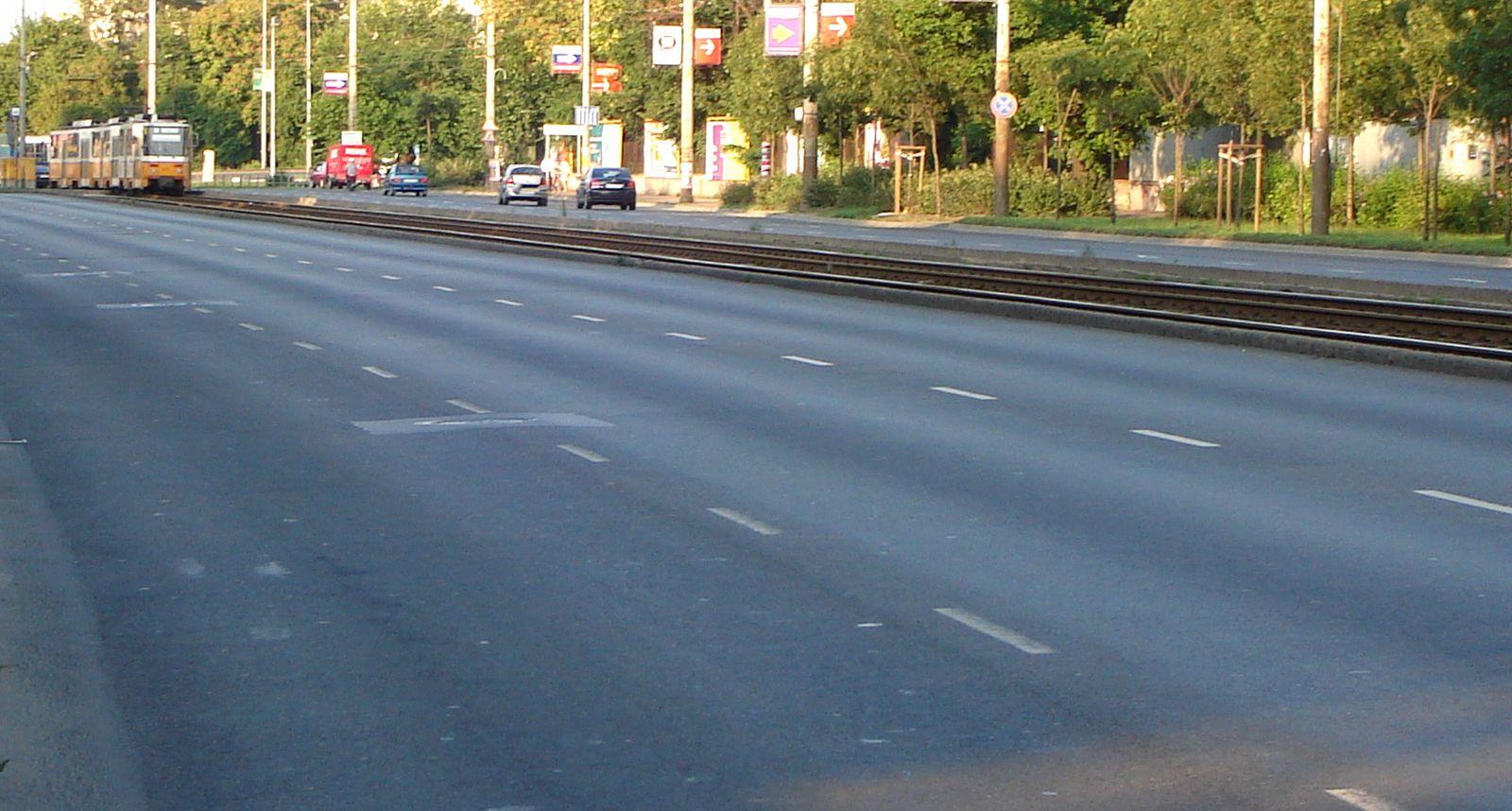Közúti közlekedés előnyei hátrányai