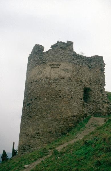 A nógrádi vár - a külsővár félkör alakú bástyája