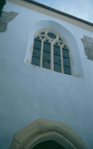 A prázsmári templomvár - gótikus mérműves ablak