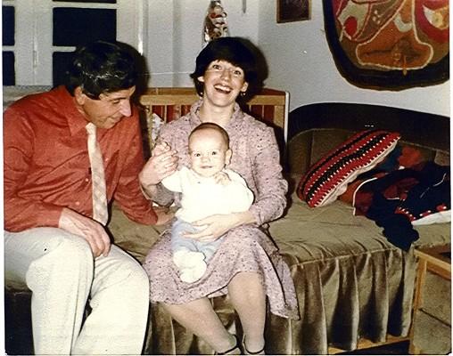 Csodálkozó arckifejezés az anyán és gyermekén