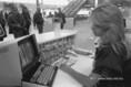 A Ferihegy II. repülőtéren a jegykezelő munkáját számítógép segíti