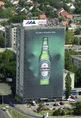 Óriásplakát egy toronyházon