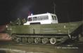 A drámai hóhelyzet miatt a Dél-Alföldön lánctalpas kétéltű jármű segítségével viszik a mentőautót