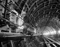 Kábelszerelés az Észak-déli metróvonal alagútjában