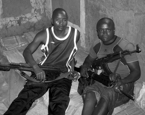 Hutu harcosok háborús sérülésekkel
