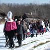 A gyerekek végigjárják a falut