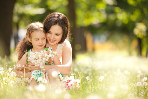 mother_and_daughter_in_the_park