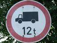 12 tonna felett behajtani tilos
