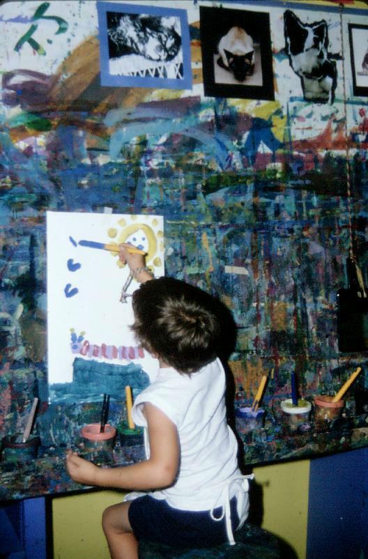 Rajzoló kislány