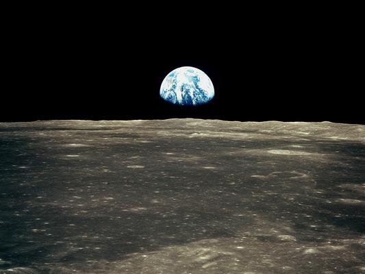 Földlemente a Holdon