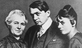 A költő édesanyjával és feleségével