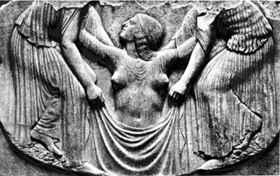 A hullámokból kiemelkedő Aphroditét kísérői öltöztetik