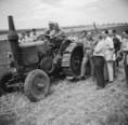 Féllánctalpas traktor kipróbálása
