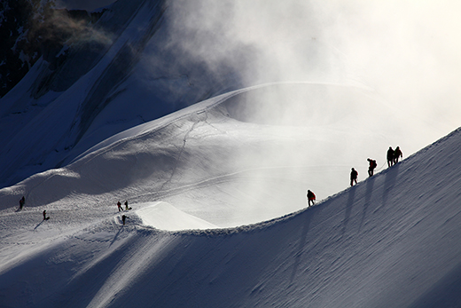 A-group-of-alpinists-on-their-way-to-the-mont-blanc-horizontal