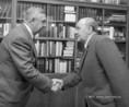 Mihail Leszecsko és Kádár János köszöntik egymást