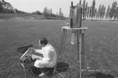A csernobili katasztrófa után mérik a talaj felületére lehullott radioaktivitás koncentrációját