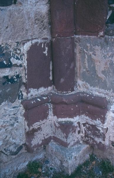 A taliándörögdi plébániatemplom - a szentélypillér lábazata