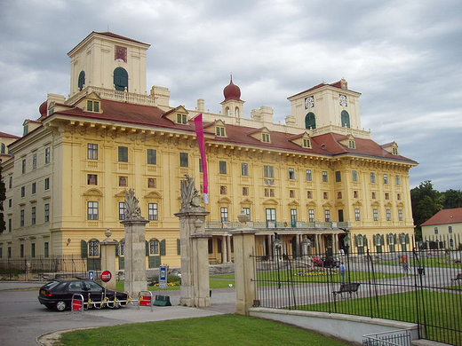 800px-Esterhazypalacefront